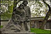 Памятник посвящён капитану Эмилю Эрхольму и другим морякам, пропавшим в открытом море.