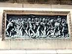 Один из четырех барельефов на основании колонны со сценами из битвы при Ватерлоо.