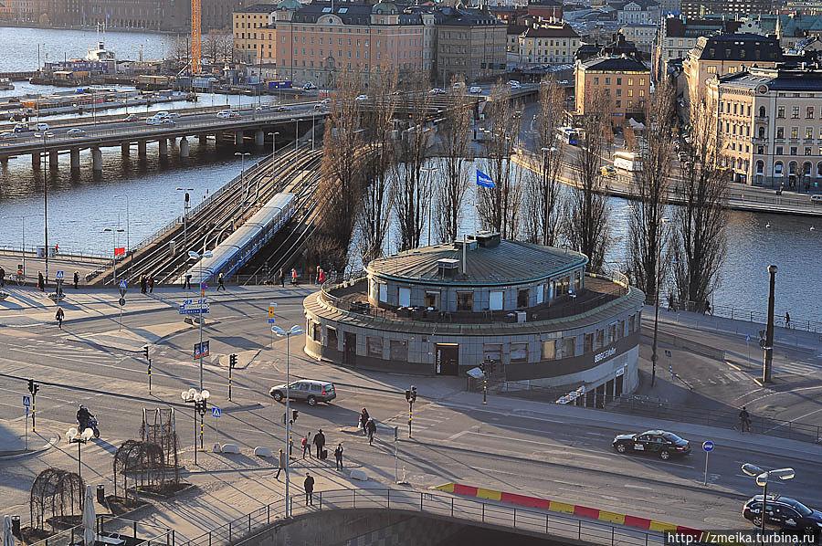 Чуть ближе — Слюссен — прекрасная развязка для всех видов транспорта в Стокгольме.
