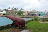 Первыми для защиты острова были использованы две пушки с разбившегося в 1609 году корабля «Sea Venture»