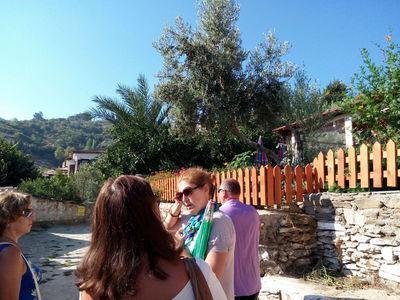 Наш гид и наша группа в деревушке Шириндже (Şirince)