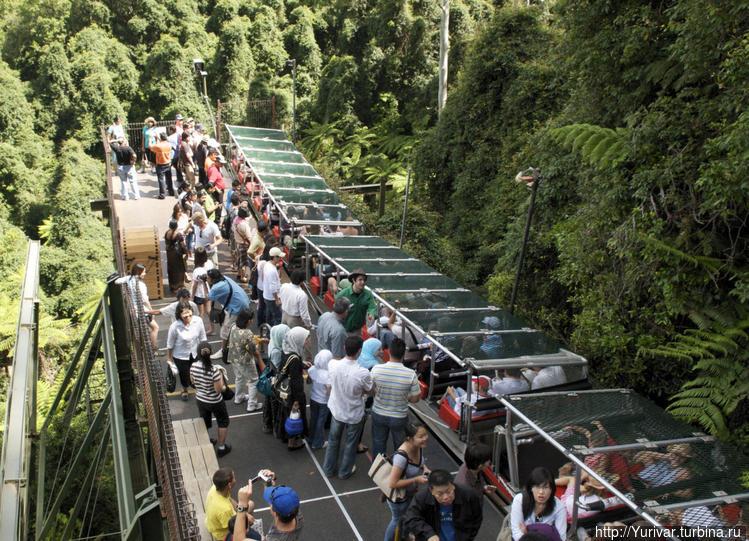 Поезд-эскалатор в городок