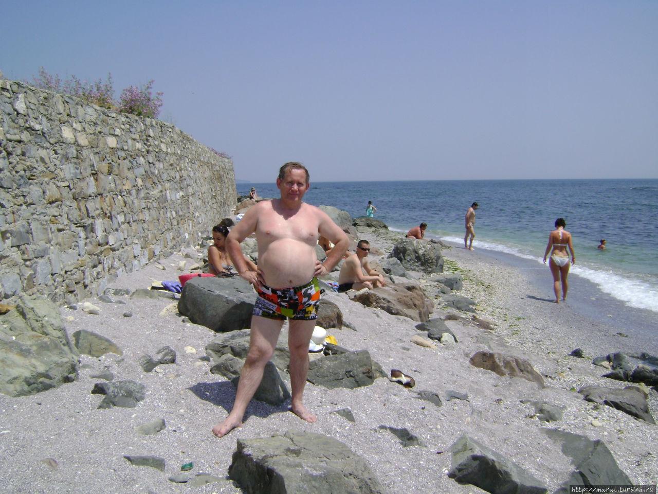 Пляж в Несебре невелик и каменист, но места для загорания и купания всем хватит