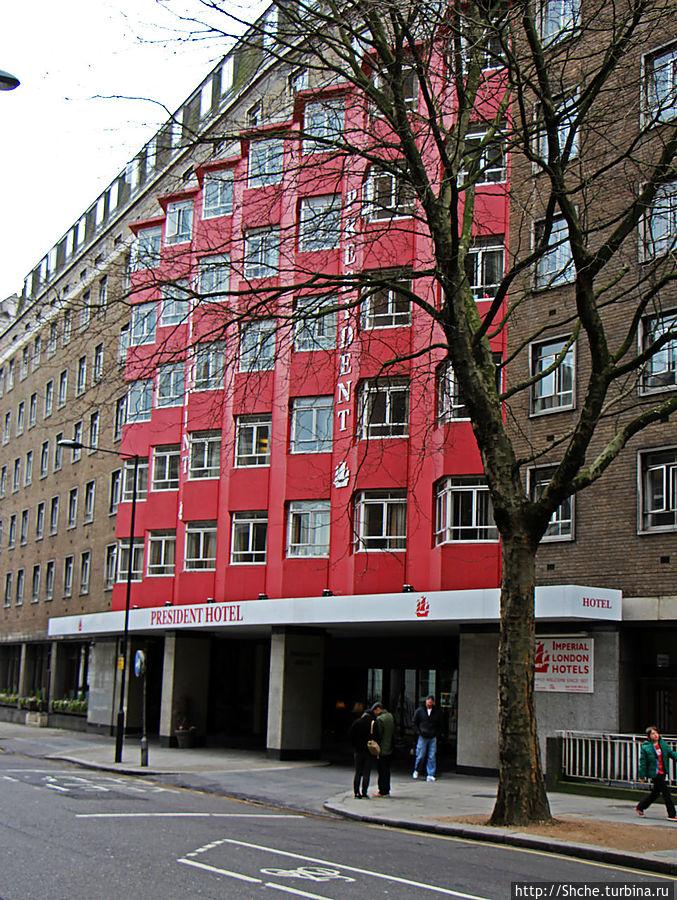 Внешний вид. Красный фасад появился недавно, даже на оффсайте еще фото серого фасада