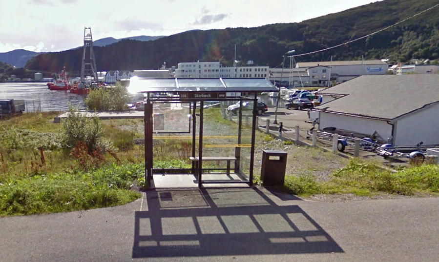 Автобусные остановки приспособлены к норвежской погоде. Остановка Skarbovika, рядом с Аквариумом.