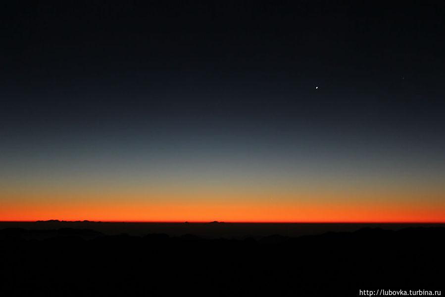 Восхождение на вершину Синая – пик пророка Моисея следует начинать глубокой ночью, когда все вокруг спит. Главной целью каждого паломника является встреча рассвета на вершине горы. Монастырь Святой Екатерины, Египет