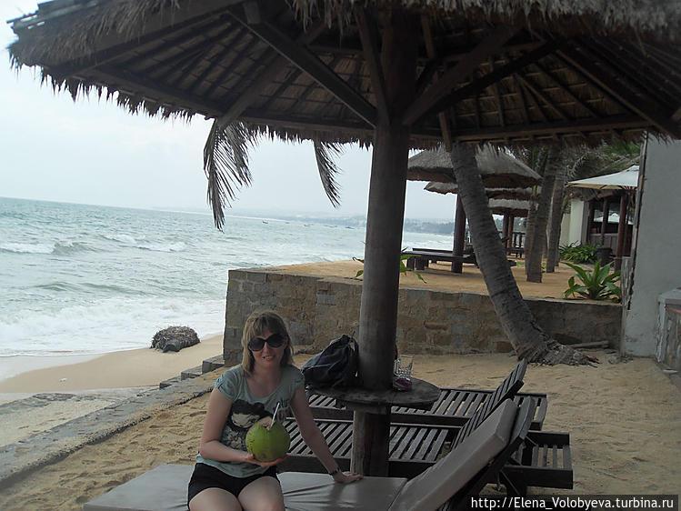 На пляже у отеля