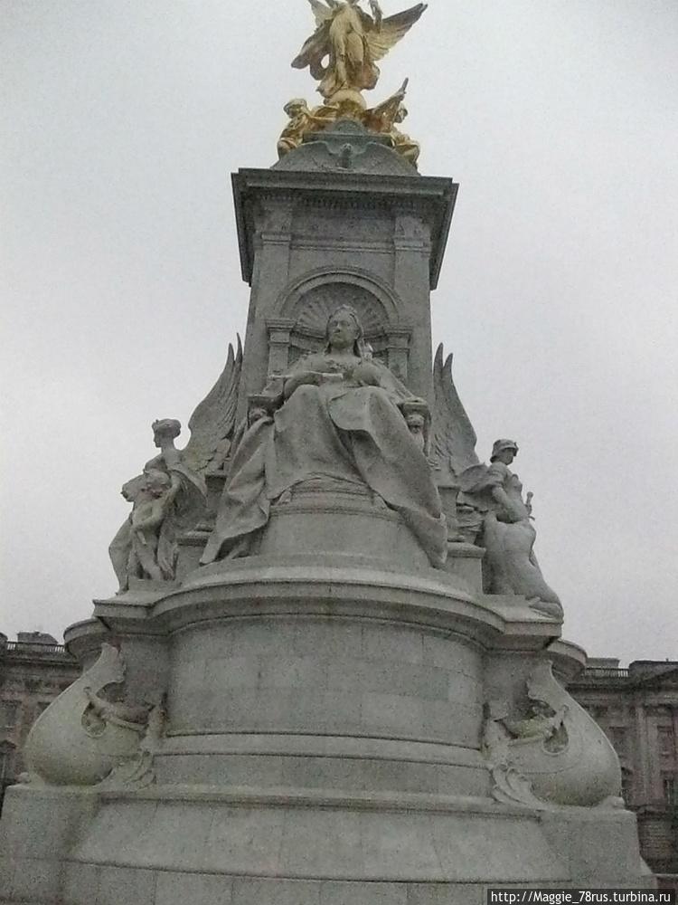 Лицо статуи королевы обра