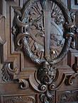 В королевской резиденции и двери выглядят по-королевски