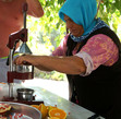 Так готовится свежевыжатый сок для туристов.