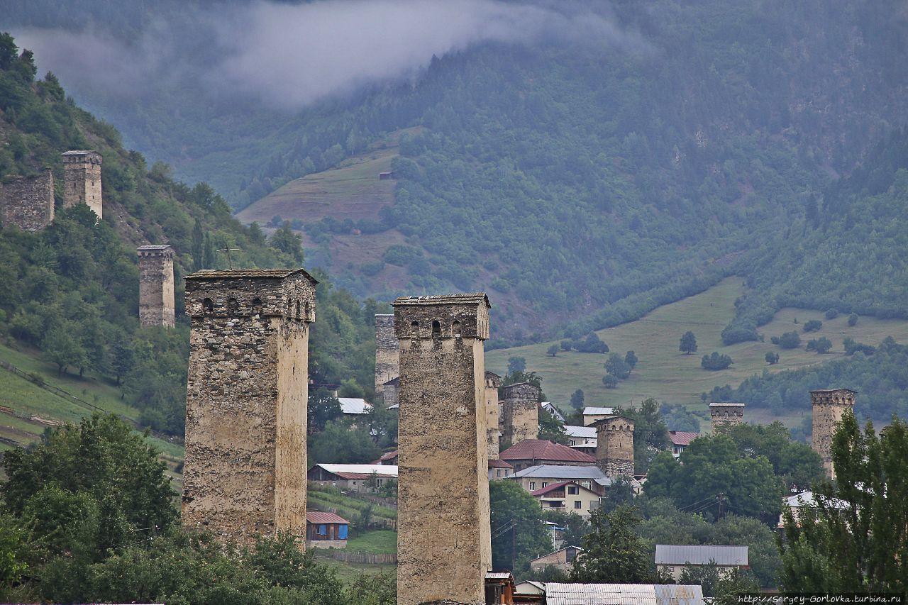Сванские  башни в Местии Местиа, Грузия