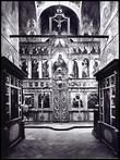 Иконостас собора Рождества Богородицы. Фотография начала XX века.  Иконостас состоял из четырех рядов икон — местного, праздничного, деисусного и пророческого, вставленных в деревянную резную раму, устроенную в середине XVIII века.
