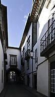Такой португальский Фрайбург. Было бы вполне уместно встретить тут фахверковые домики.