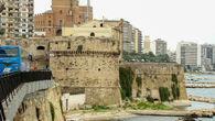 Замок (Castello Aragonese), дальше — Новый город