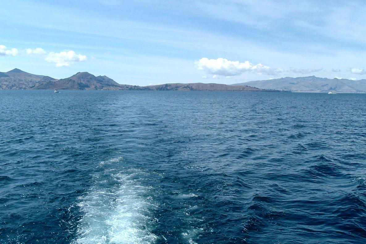 По озеру Титикака и островам Солнца и Луны Исла-дель-Сол, Боливия