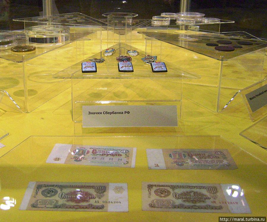Покупная способность 1 советского рубля:  — 100 коробков спичек (1 коробок = 1коп.); — 50 школьных тетрадок (1 тетрадь на 12 листов = 2 коп.); — 50 звонков из телефона-автомата (1 звонок = 2 коп.); — 20 поездок на автобусе (стоимость проезда = 5 коп.); — 25 кг помидоров; — 10 кг картофеля; — мороженым можно было объесться до ангины: пломбир в стаканчике стоил 7 коп., молочное мороженое — 10 коп., а фруктовое мороженое — 12 коп.; — 10 молочных коктейлей; — 33 стакана газированного напитка с сиропом из уличного автомата или 100 стаканов без сиропа; — 5 буханок чёрного хлеба весом 1000 гр. ( 1 буханка = 18 коп.); — 5 литров разливного молока или 6 бутылок молока ёмкостью  0,5 литра; — десяток яиц куриных; — 1 кг сахара; — 2 литра подсолнечного масла на розлив; — 5 раз сходить в мужскую парикмахерскую или баню