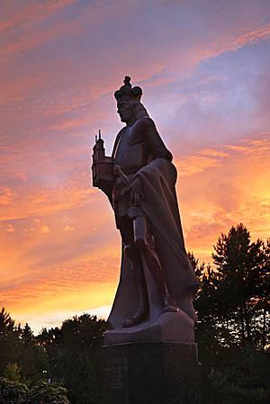 Памятник князю Александру