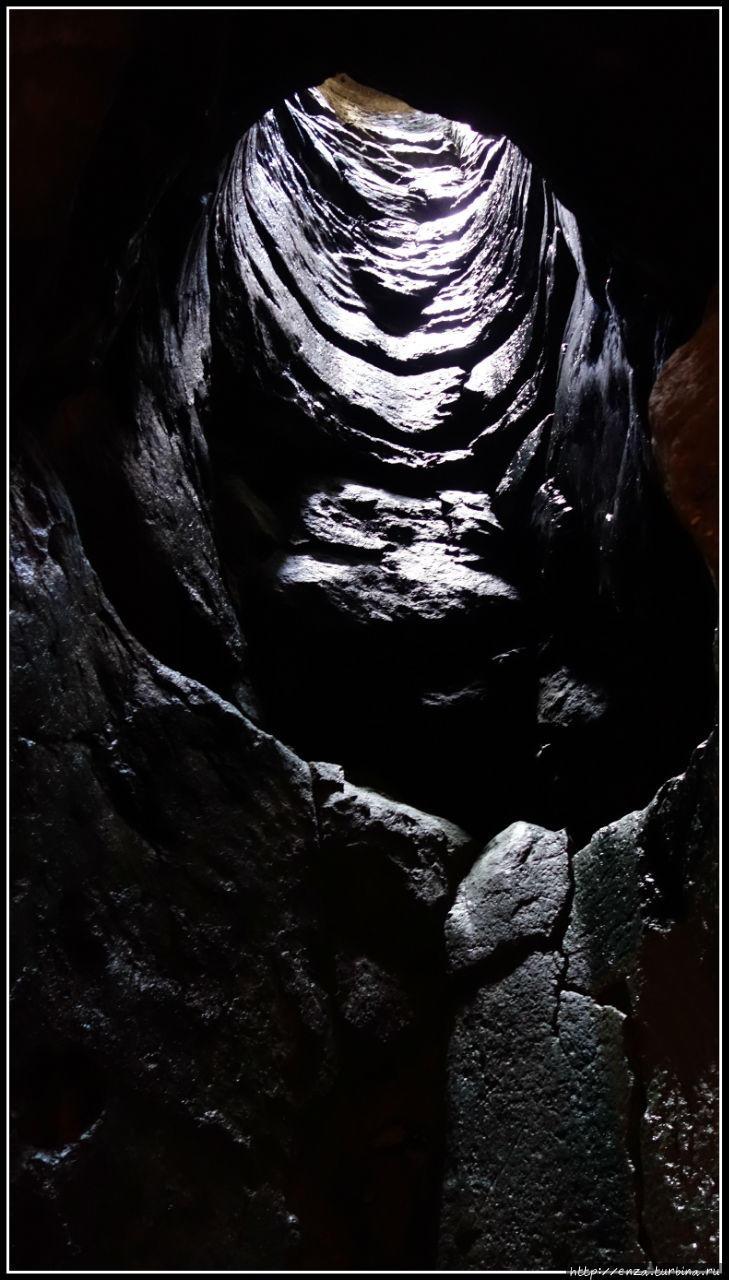 Основание колодца в пещер