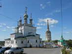 Троицкий собор (1684—1697 гг), Соборная колокольня и Крестовоздвиженский собор