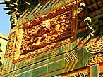 Фрагмент на воротах на территорию храма