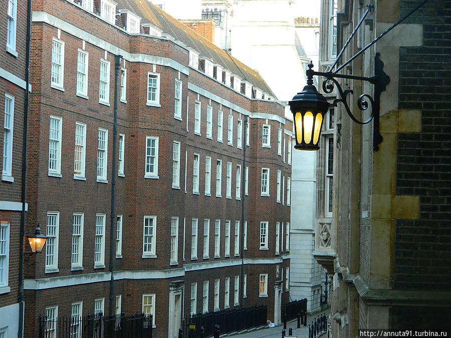 Переулок Middle Temple, в этих зданиях базируются адвокатские конторы