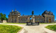 Ипподром Шантийи по сей день проводит скачки и своим изяществом не уступает многим замкам Франции.
