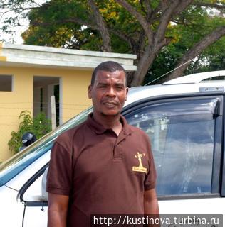 Идрисса Тумбо, водитель такси на Занзибаре.