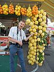 На местном рынке можно приобрести вот такие лимоны.