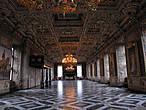 Большой Рыцарский зал поражает размахом. Тут танцевали.