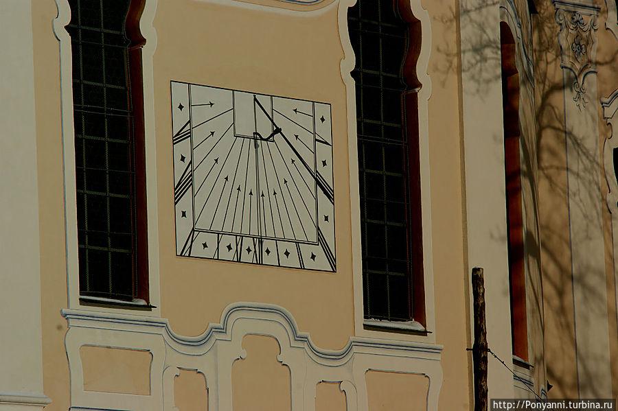 Солнечные часы на стене кирхи. Штайнгаден, Германия