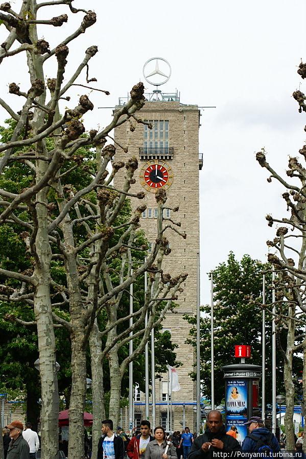 Вид на башню с Кёнигштрасе