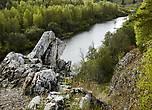 Как писал Мамин-Сибиряк, Чусовая летом,  в  горной  своей части, представляет  собой  ряд тихих плес, где вода стоит,  как зеркало