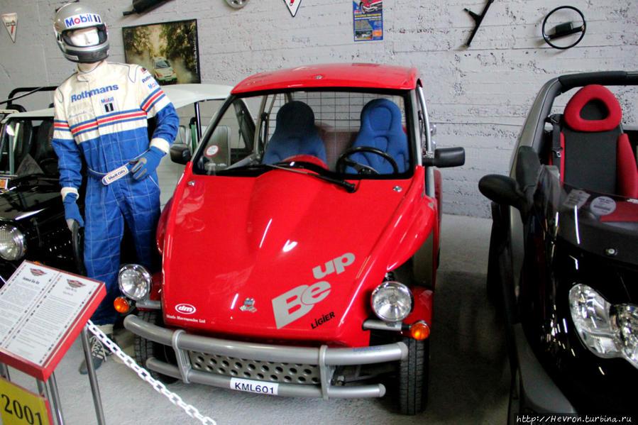 Лижье Би Ап. Французский автомобиль, у него нет дверей и подушек безопасности. Стоил порядка 5000 фунтов стерлингов. Изначально Лижье выпускали спортивные автомобили на двигателях Форд и Мазератти, но кризис 1973 года заставил их перейти на производство микромашин с мопедным двигателем.
