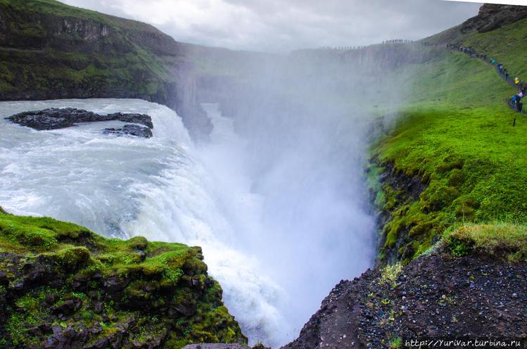 Водопад срывается с нижне