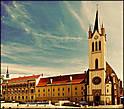 В 1386 году на главной улице города была возведена францисканская церковь в готическом стиле, которая впоследствии успела побывать и крепостью –в те времена, когда здесь хозяйничали турки.