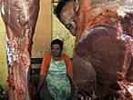 Рынок в Хагне — оживленный и красочный, где каждый продавец по-своему актер