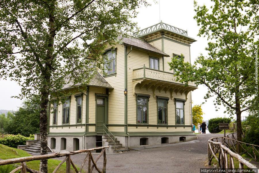 7. Сейчас надо увидеть главное — дом, в котором жил Григ. Наш экскурсовод Морозов Владислав провёл нас по дому, рассказал о нём. Фотографировать внутри не разрешается, и это, конечно, жаль.