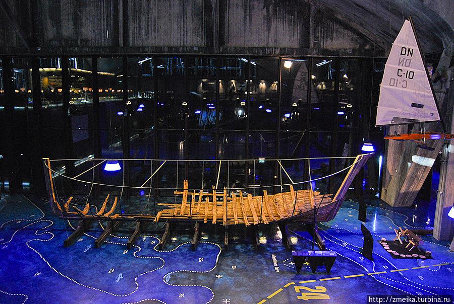 Останки судна из Маазилинна являются старейшими когда-либо найденными в водах Эстонии. Сохранившаяся часть парусника была обнаружена группой морских археологов в 1985 году. Судно было построено примерно в 1550 году и является единственным известным примером судна, построенного в Средние века в этих краях.