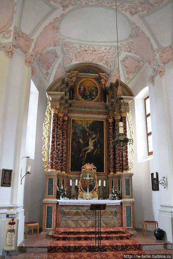 Внутреннее убранство церкви.