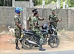 Присутствие на улицах военных не напрягало, наоборот, чувствуешь себя в безопасности. Военными здесь быть почетно, и платят неплохо, и пенсия на старости лет гарантирована.