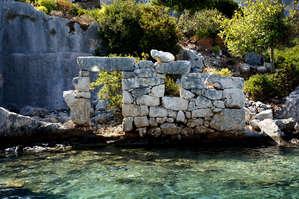 На остров не пускают,  там до сих пор не проложены тропы  для  туристов.