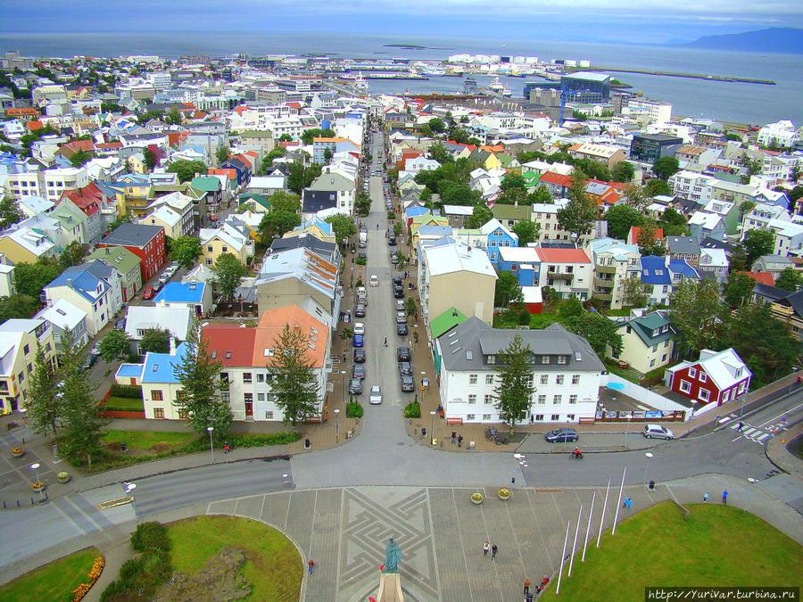 Панорама центральной части Рейкъявика с церкви Хатльгримскиркья Рейкьявик, Исландия