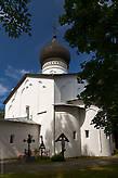 Собор был построен в Гдовском кремле в 1520—1530 годах. В феврале 1944 года был взорван при отступлении фашисткими оккупантами. Возрожден в 1990 году.