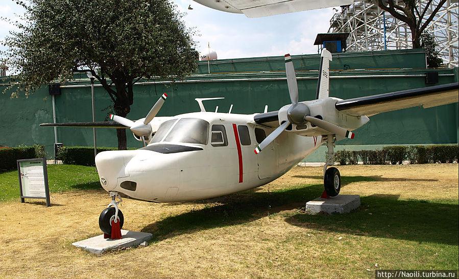 Аэро Коммандер 680F построенный в 1951 году для частных перевозок 4-7 пассажиров, выпускался до 1986 года