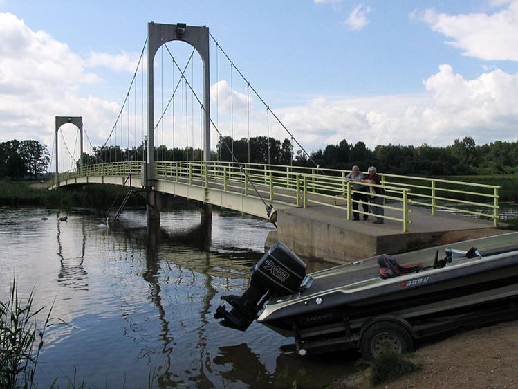 Вантовый мост на озере Та