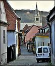 Отсюда видна еще одна цитадель города — укрепленная церковь на холме.