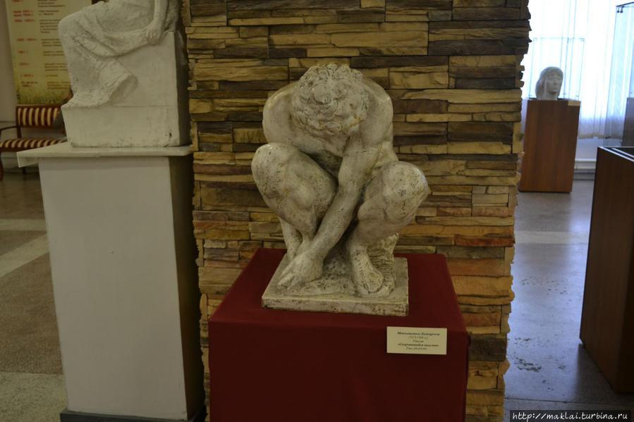 Микеланджело Буанаротти. Скорчившийся мальчик.