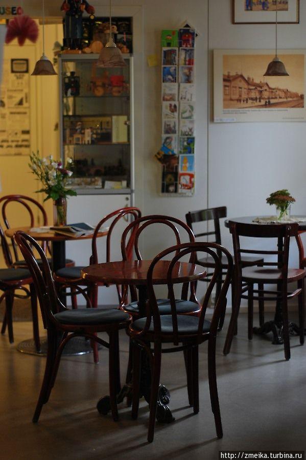 Интерьер кафе. Хозяйка оказалась очень милой, почему-то подумала, что мы немцы :)