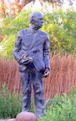Памятник пастору-археологу Густаво Ле Пэж