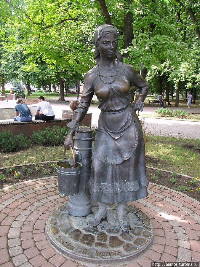 Женщина с ведром.